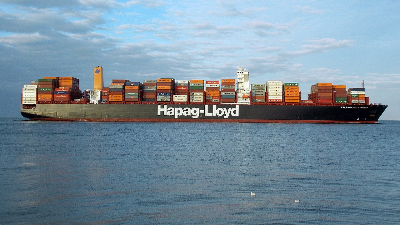 Hapag-Lloyd orders 150,000 TEU of standard and reefer containers. Image: Wikimedia / Tvabutzku1234